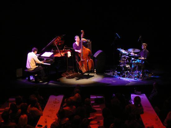 En concert au théâtre de la passerelle de sète.